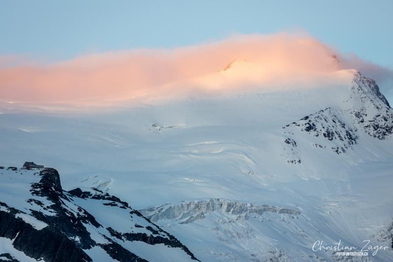 Herrliches Licht an der Bergkante über dem Gletscher - ©Christian Züger