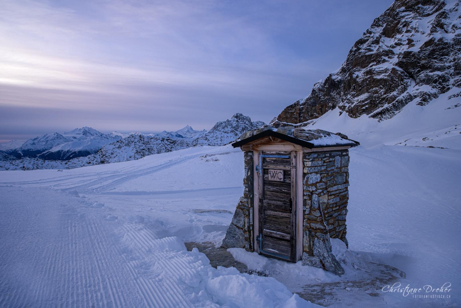 WC Häuschen Lötschenpass - ©Christiane Dreher